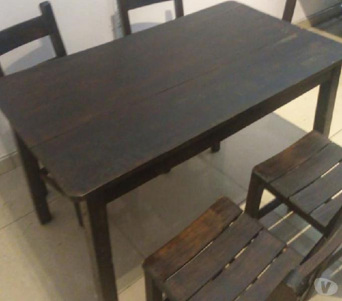 Juego de 4 sillas una mesa en pino 0