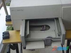 Impresora hewlett packard buen precio le falta el cable que va al pc y los cartuchos