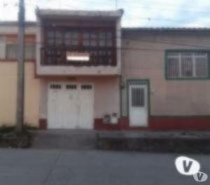 Casa barrio claret, dos pisos, 200 ms.