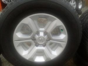 Vendo Rines 17 Toyota Runer con Llantas - Cali