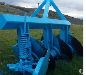 Hermosos equipos para tractor rastra,arado y surcadora buen