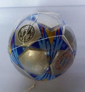 Balones de futbol color plata del bayern munich y demas en Medellín ...