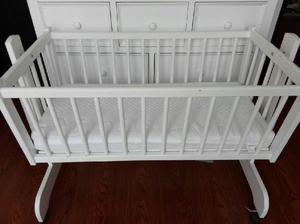 Cuna blanca mecedora para bebe - bogotá