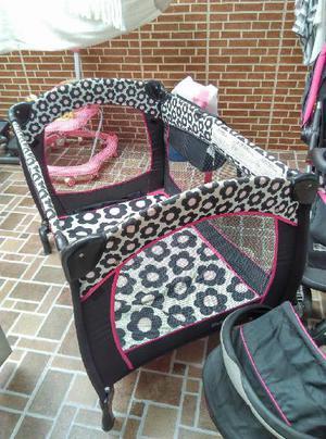 Se venden 3 accesorios para bebe: corral, coche paseador y