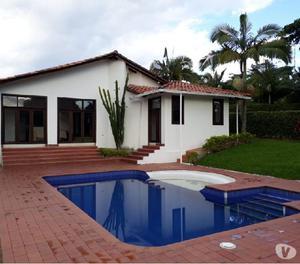 Casa campestre con piscina en cerritos. $550.000.000