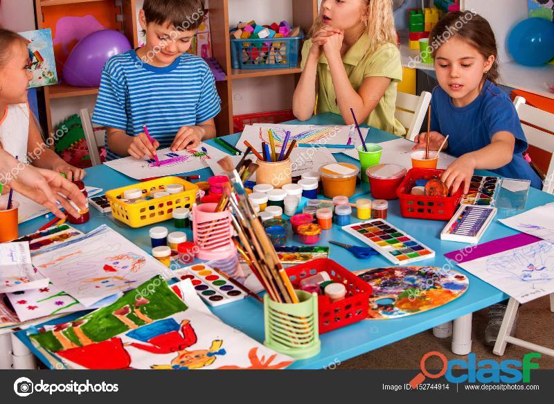 Se cuidan niños y se les da taller de manualidades y refuerzo de materias