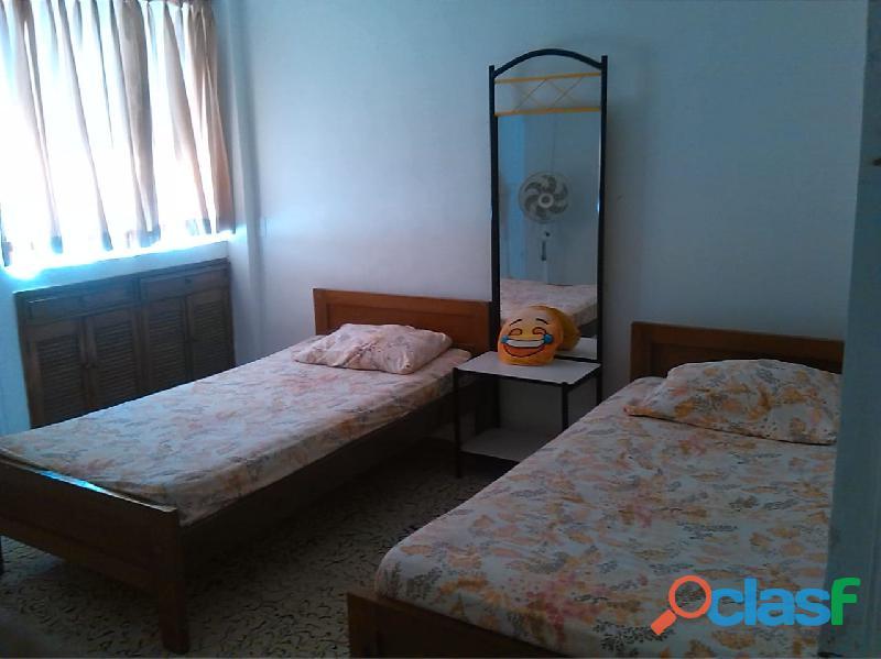 Agradable habitación compartida con aire acondicionado