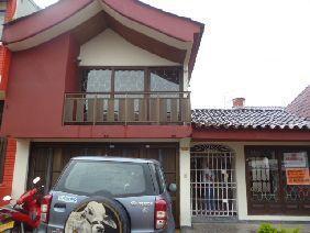 Casa amplia renta muy bien ubicada en el sector comercial