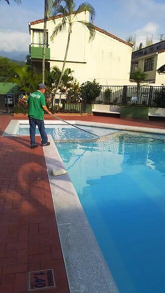 Servicios generales aseo jardineria piscinas
