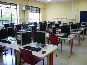 Montamos salones de sistemas oficina, empresas salones