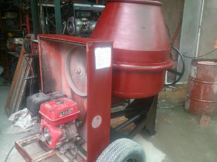 Trompomezcladora de cemento con remolque, fácil trasporte.