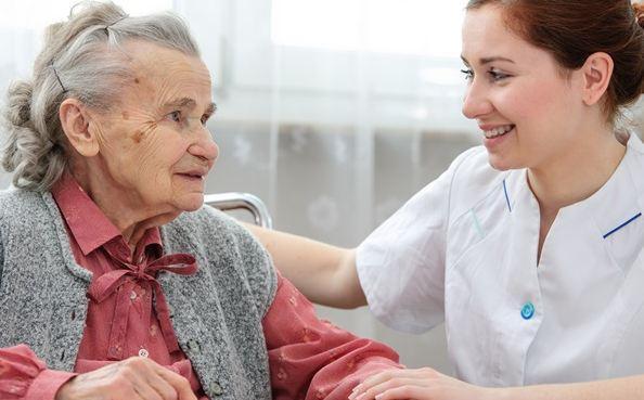 Enfermera para cuidar adultos mayores o niñera