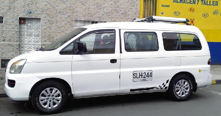 Vendo camioneta hyunday starex h1 escolar con trabajo