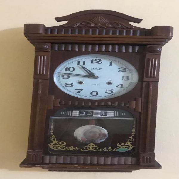b523d93188a7 Reloj antiguo de pared mecánico a cuerda con péndulo en Barranquilla ...