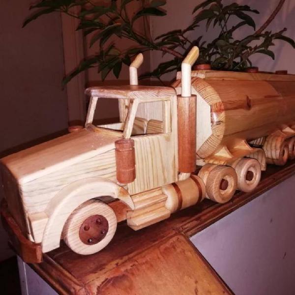 Tractomula a escala en madera
