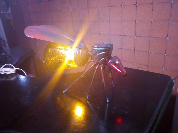 Lampara de mesa antigua hormiga
