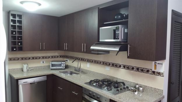 Cocinas enchapes en acero cabinas para baño y más.