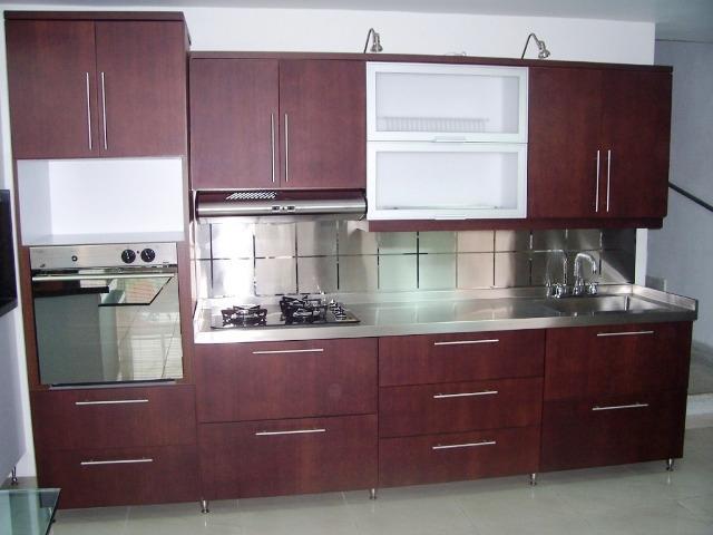 Cabinas para baño, cocinas, closets, puertas, ventanas y