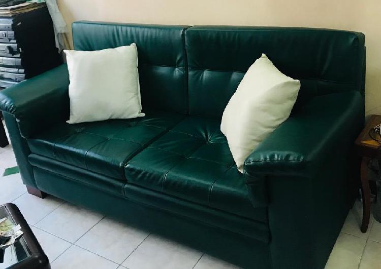 Juego de sala sofa y dos sillas