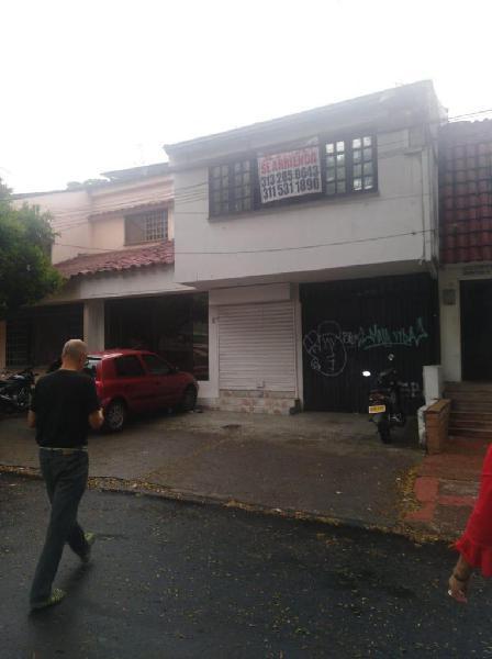 Se arrienda casa comercial barrio cadiz