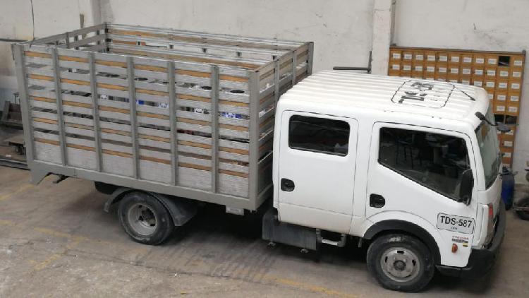 Camión Nissan Cabstar Doble Cabina