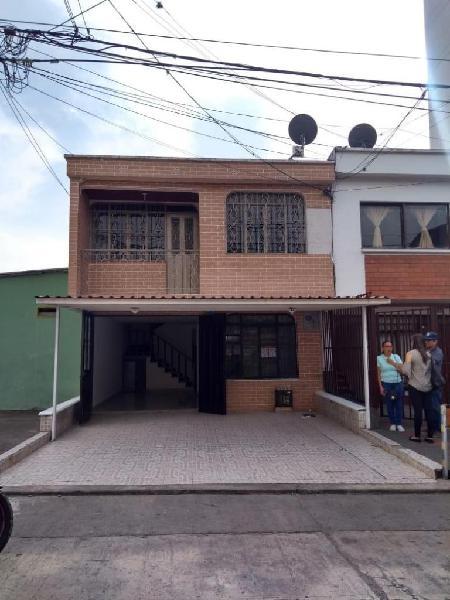 Se arrienda casa local en barrio granada a la vuelta del d1