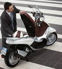 Vendedor tat con moto