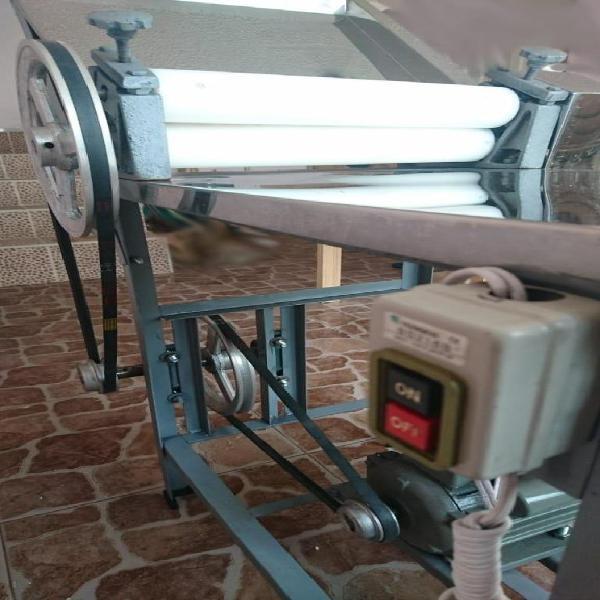 Laminadora o maquina eléctrica para masa de empanadas trigo
