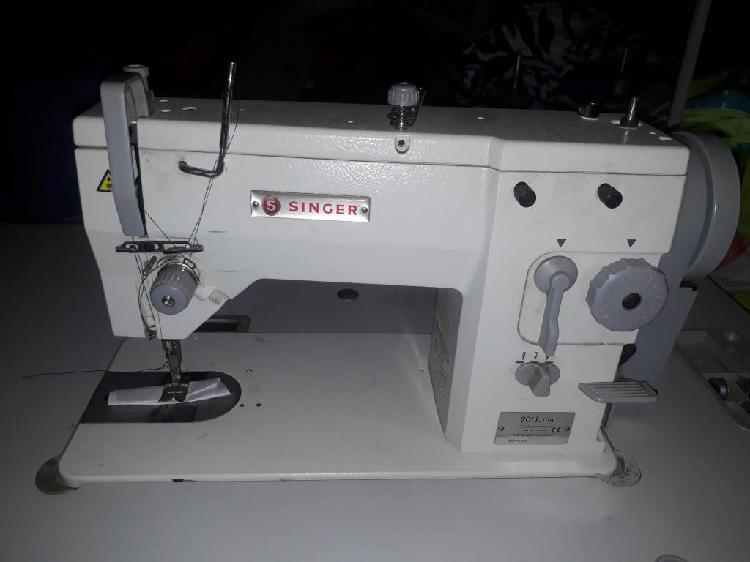 Vendo maquina de coser singer 20u109