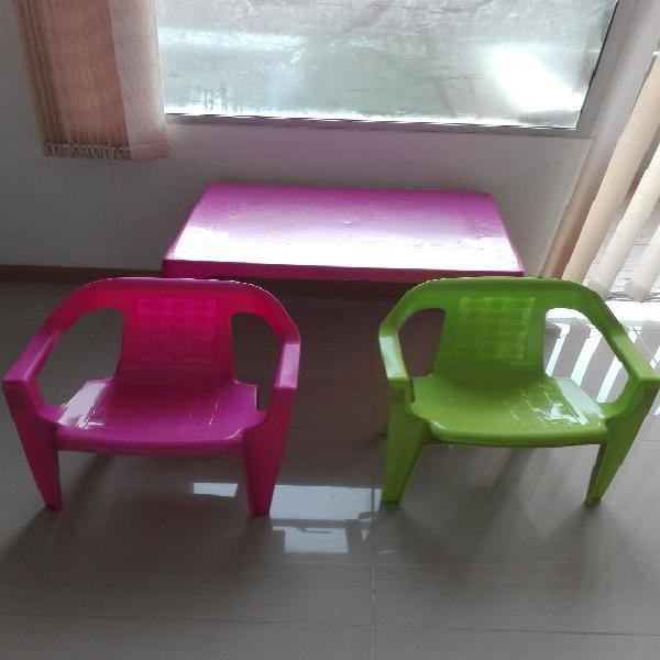 Mesa y 2 silla rimax para niños