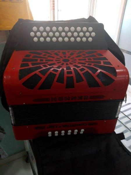 Acordeón rey vallenato rojo nuevo de caja tono 5 letras