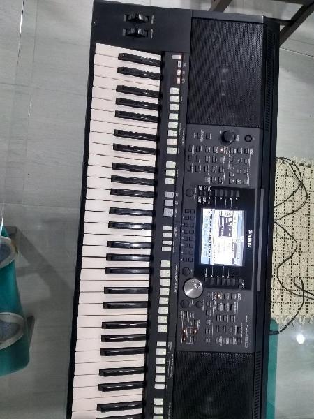 Organeta yamaha psr s950