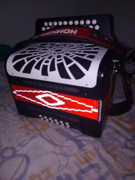 Vendo acordeón hohner rey vallenato