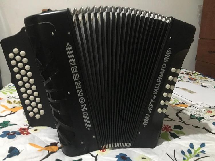 Vendo acordeón hohner rey vallenato tonalidad 5 letras