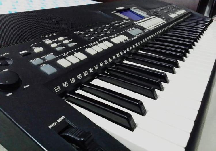 Vendo teclado yamaha psrs550 incluye estuche