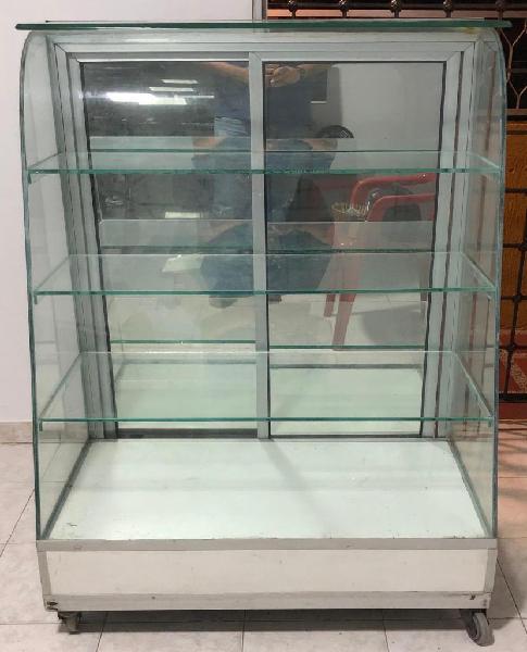 Vitrina usada vidrio curvo puertas corredizas en espejo $450