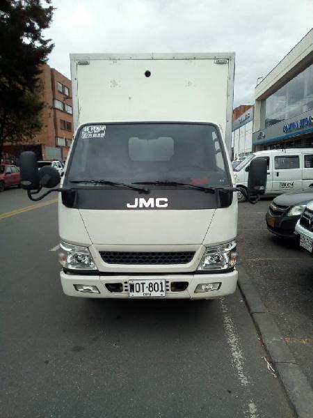 Camión con furgon jmc 2017