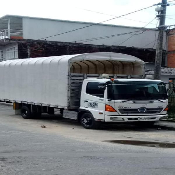 Camion hino 500 fc