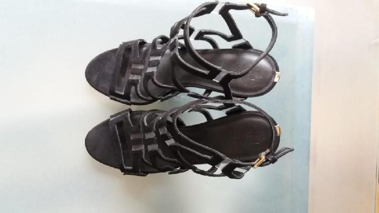 Zapatos tacones guess
