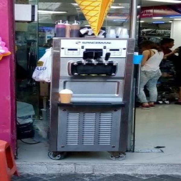 Vendo máquina de helado spaceman 6378