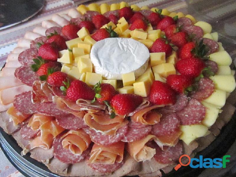 Tablas de queso con carnes y de frutas para eventos, a domicilio en bogota