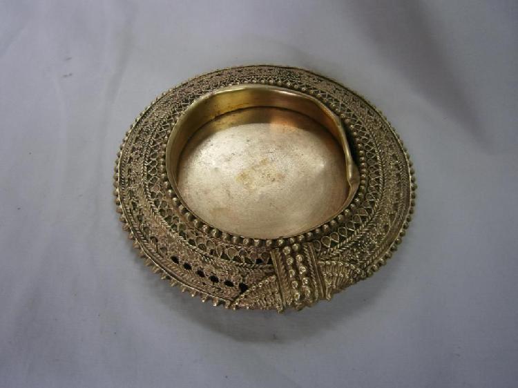 Cenicero oriental en bronce grabado redondo