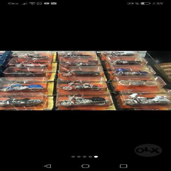 Se vende colección de carros y motos