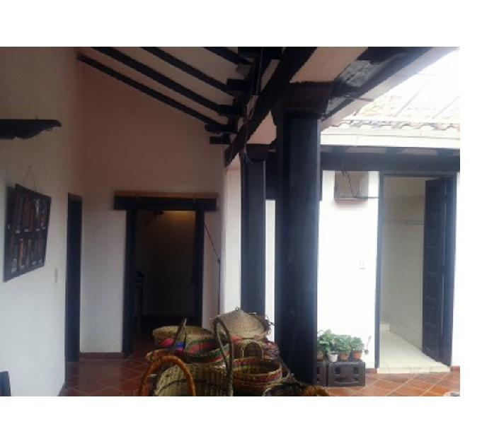 Inmobiliaria profesional vende casa colonial