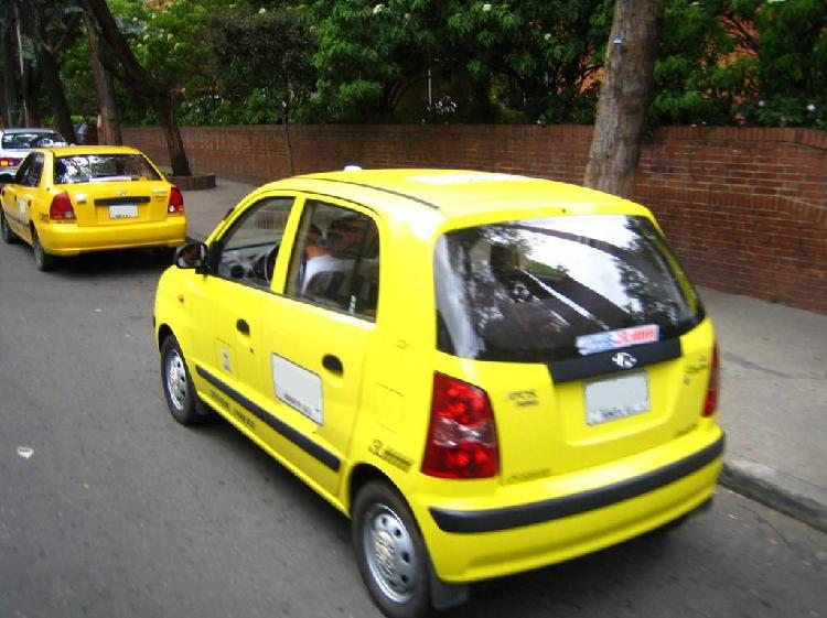 Se buca conductor de taxi