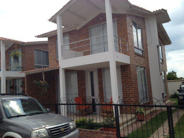 Casa en conjunto residencial en excelente zona residencial