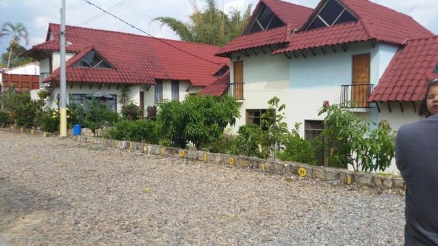 Casa en conjunto residencial sobre via principal