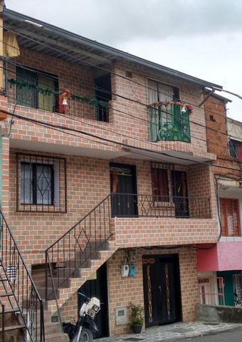 Se vende casa 3er piso, 57m2, 2 balcones, central