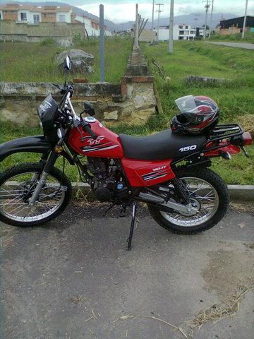 Vendo moto akt 150 tt enduro modelo 2013