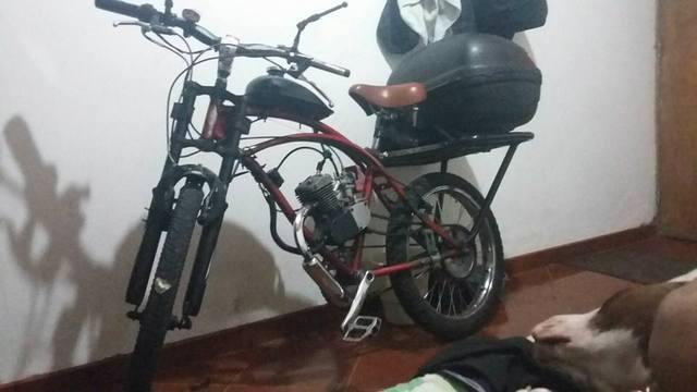 Vendo ciclomotor con motor de 80cc modelo 2015 en buen